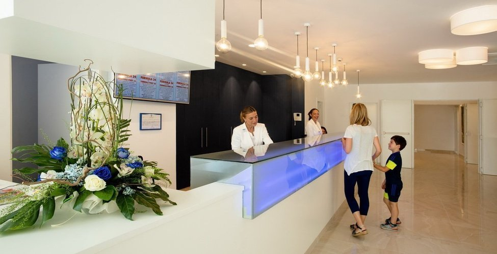 Frontdesk villa luz family gourmet & all exclusive hotel gandia beach